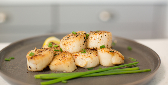 Image of Fareway's delicious U-10 dry cure scallops.